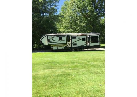 2014 Keystone Alpine 3535RE with SuperGlide 5th wheel hitch